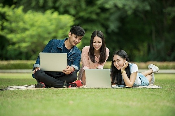 students-1807505_640